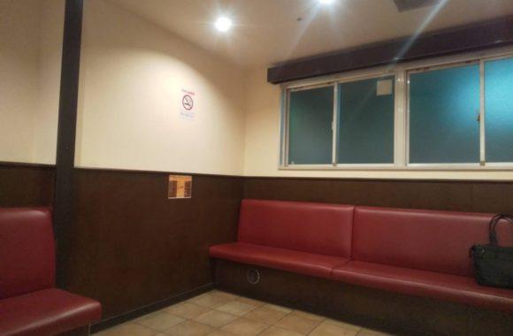 イートインコーナーの喫煙室施工①